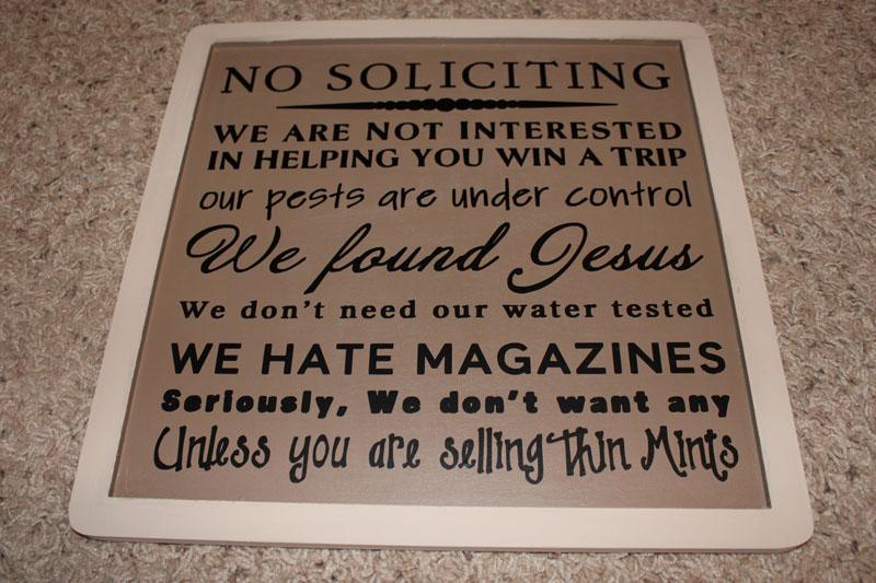 """""""Никаких пожертвований! Мы не заинтересованы помочь тебе выиграть поездку, Мы нашли уже своего Христа, нам не жен фильтр, мы ненавидим журналы. . В самом деле, нам НИЧЕГО не надо, если ты только не продаешь ментоловые печеньки. """""""